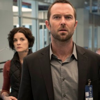 "BLINDSPOT -- ""Pilot"" --Pictured:(l-r) Jamie Alexander as Jane Doe, Sullivan Stapleton as Kurt Weller -- (Photo by: Virginia Sherwood/NBC)"